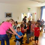 Kindergartenkinder zu Besuch im Pflegeheim